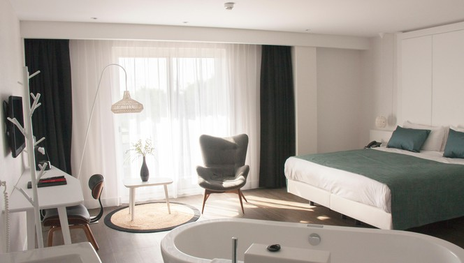 Comfort+ Room Hotel Breukelen Bubble Bath Kingsize bed
