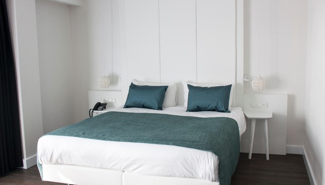 Comfort + Room Hotel Breukelen king-size bed overnight
