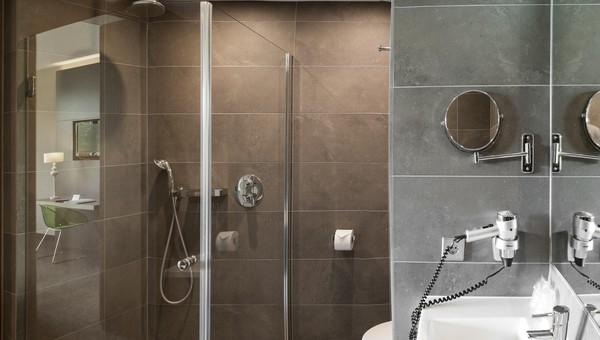 Luxe Badkamer Hotel : Deluxe hotelkamer van der valk hotel breukelen
